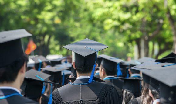 """Consultoria IDados no jornal O Estado de S. Paulo: """"Mesmo com diploma, trabalhador aceita vaga menos qualificada"""""""