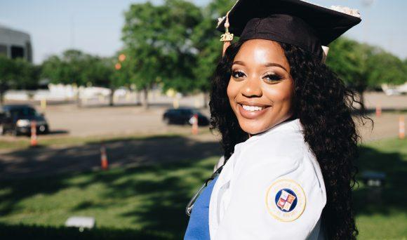 Diploma de ensino superior e ocupação de ensino médio ou fundamental