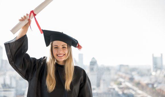Cai o percentual de trabalhadores formados em empregos que exigem formação universitária