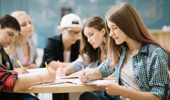 """Pesquisa inédita da consultoria IDados no Valor Econômico: """"desemprego longo afeta carreira de jovens"""""""